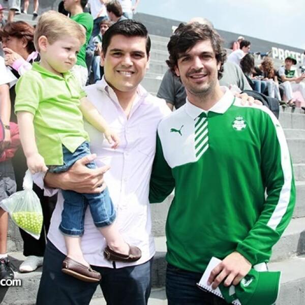 Santiago y Juan Carlos Arias con Braulio Rodríguez