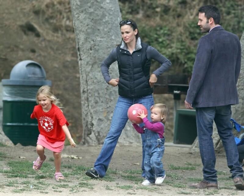 Fue en 2005 cuando Ben Affleck y Jennifer Garner se dieron el `sí´, desde ahí, ambos han demostrado que entre ellos hay mucho amor. A ocho años de matrimonio, tienen tres hijos: Violet, Seraphina y Samuel, el único varón.