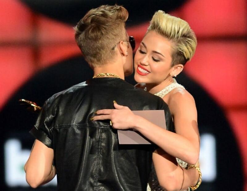 Ambas estrellas han vivido sus respectivos noviazgos bajo el ojo público y algunos medios han especulado sobre un posible romance entre ellos.