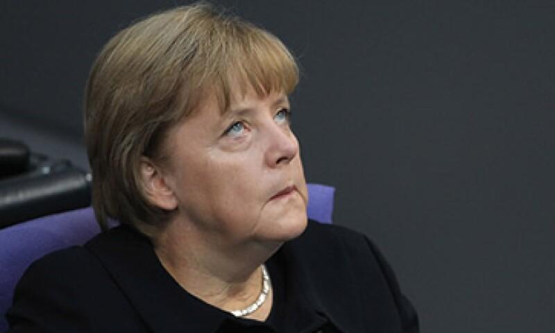 Angela Merkel, de Alemania, y otros líderes europeos consideran que una mayor integración económica salvará al euro. (Foto: Cortesía CNNMoney)