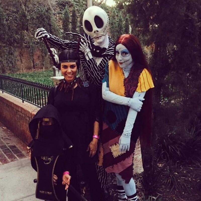 """La socialité y sus hijos, Mason y Penelope,  visitaron el parque de diversiones y compartieron fotografías de su """"mágica"""" experiencia."""