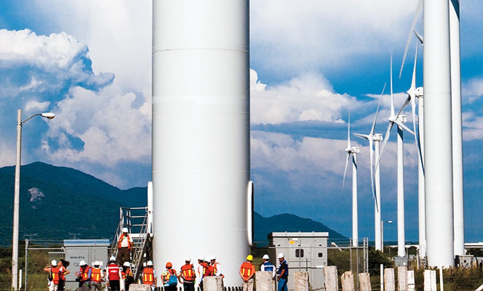 En total, tiene 27 torres eólicas, cada una con altura de 80 metros y un radio de aspas de 44.5 metros. 20 aerogeneradores están instalados en el ejido La Matay el resto en La Ventosa.