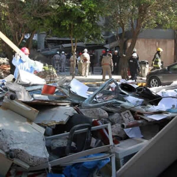 escombros explosion Pemex