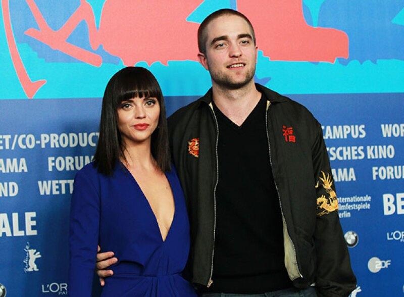 La revista Vogue asegura que el actor habría encontrado el amor en la actriz de 36 años, con quien rodó la cinta Bel-Ami, en 2012.