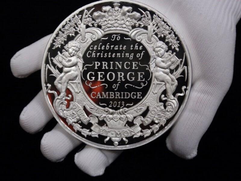 El príncipe George es el primer bebé real en tener unas monedas para conmemorar su bautizo.