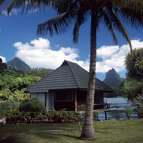 En Moorea la gente vive entre montañas y mar, palmeras y peces.