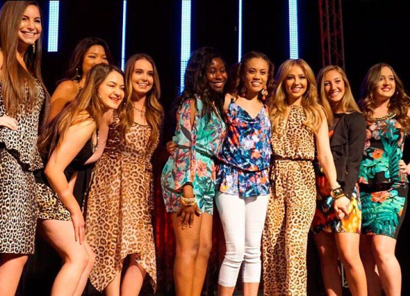La cantante presentó su colección primavera-verano con ayuda de las alumnas de la Universidad de Arizona.