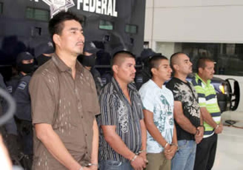 La Policía Federal presentó a Dimas Díaz Ramos (izq.) presunto operador financiero del cártel del Pacífico. (Foto: NTX)