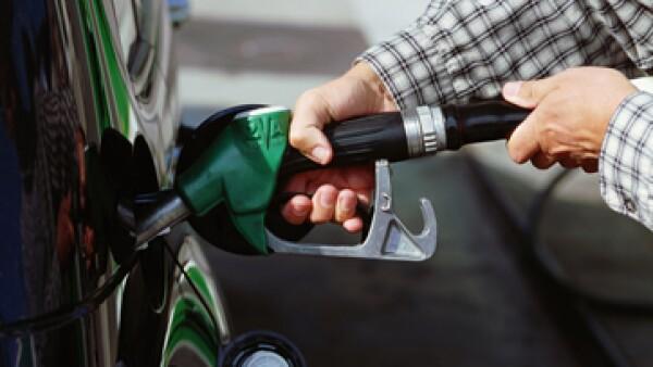 Otra propuesta de la IP es liberar el precio de los combustibles. (Foto: Getty Images)