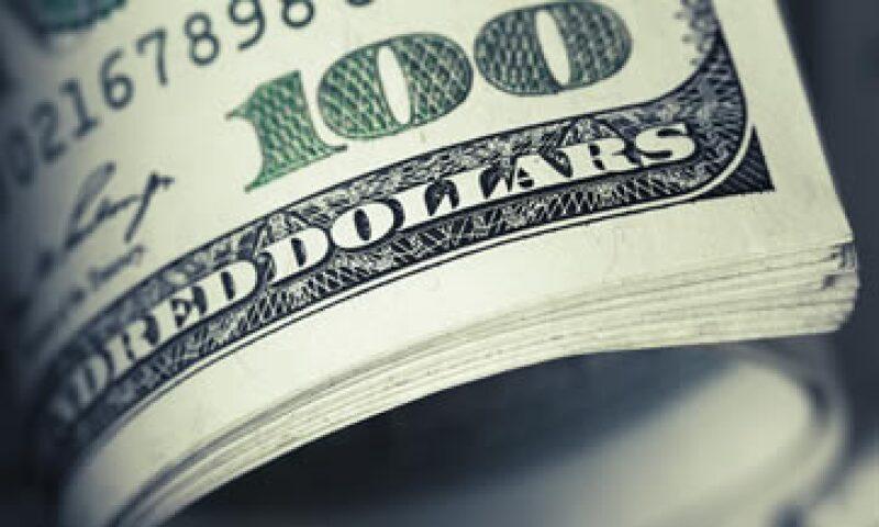 A la compra, el dólar se ubicaba en 16.17 pesos. (Foto: shutterstock.com)