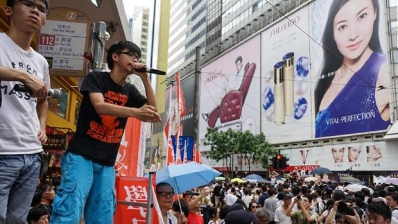 Joshua Wong, el estudiante que construyó un movimiento juvenil prodemocracia en Hong Kong, durante un mitín