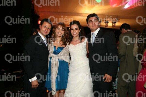 Enrique Peña Nieto, Angélica Rivera, Ana Cecilia Peña Nieto y Felipe Casahonda.