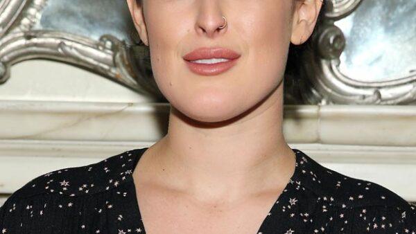 La hija de Demi Moore lució una expresión petrificada en un evento en Nueva York, dejando en duda si se sometió a un procedimiento estético.