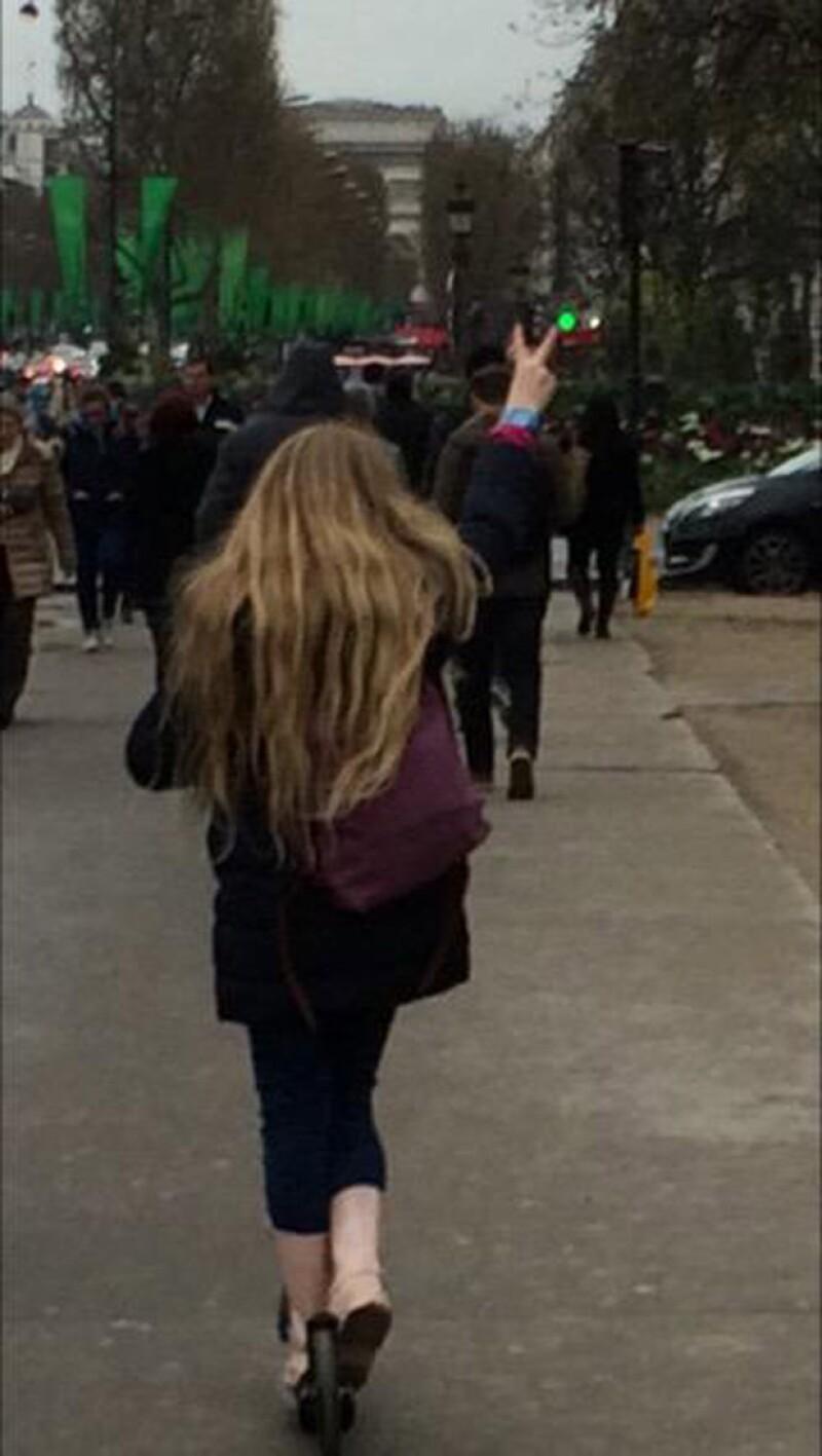 """""""La pequeña en Francia"""", así fue como Edith describió a su hija cuando iban caminando por Les Champs Élysées."""