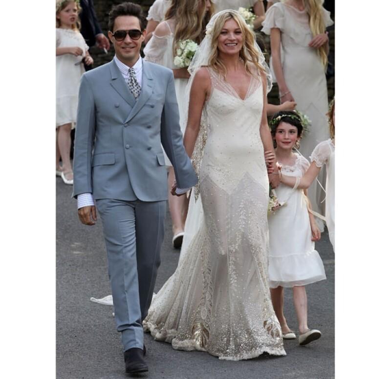 John Galliano diseñó con mucho cariño el vestido de novia de la súper modelo en 2011.