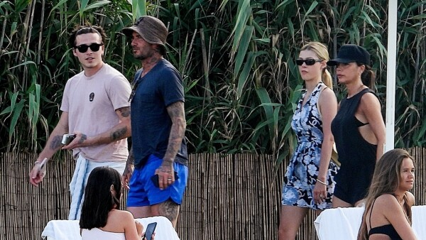 PREMIUM EXC The Beckhams and Nicola Peltz