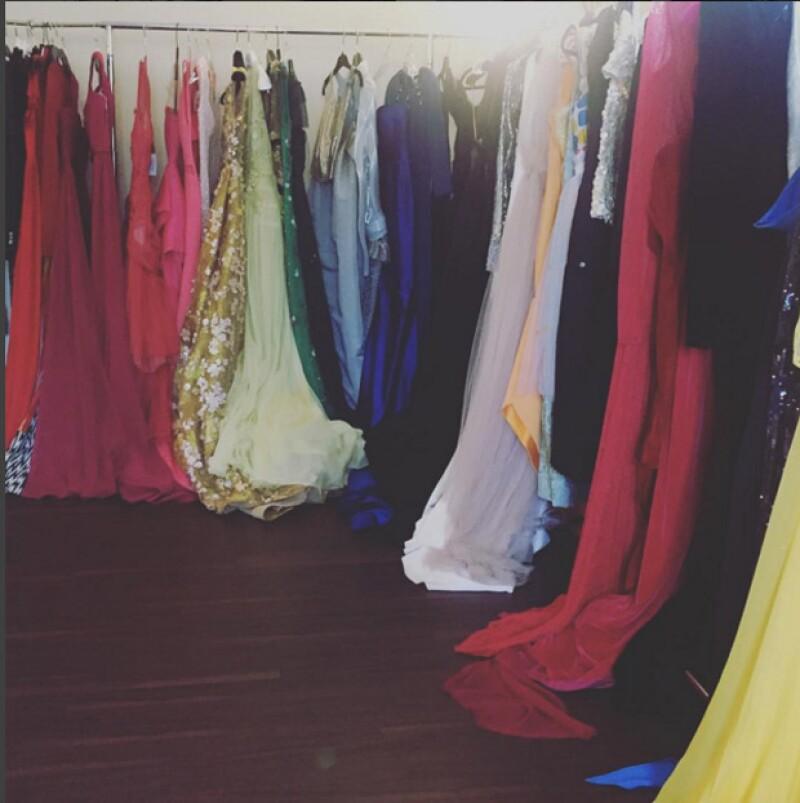 OMG! Alguno de estos vestidos lo usará una de tus celebs favoritas, ¿quién será?