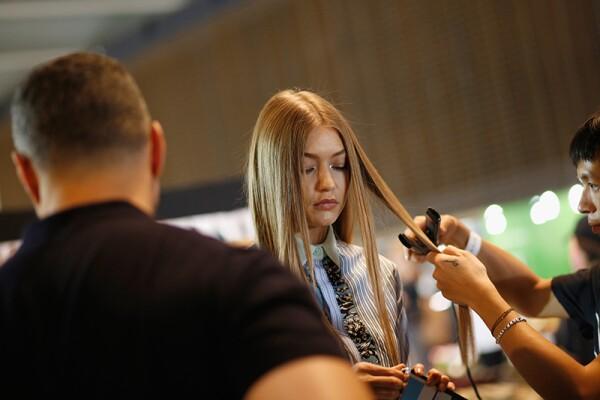 Versace - Backstage - Milan Fashion Week SS17