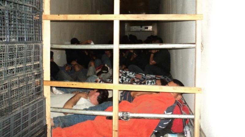 inmigrantes hallados en un trailer en tonala, chiapas