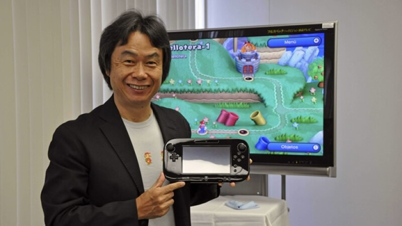 Miyamoto posa con un wii