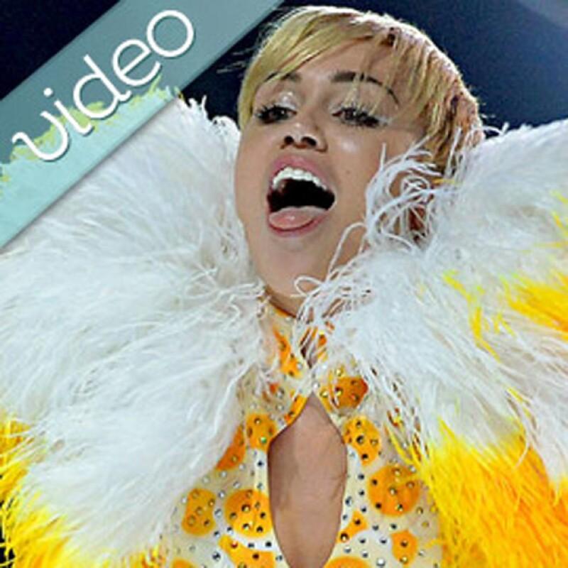 Miley Cyrus tendrá que disculparse por implementar a la bandera de México en su twerking; el príncipe Enrique y Cressida Bonas van al cine juntos; prohiben jugar blackjack a Ben Affleck.
