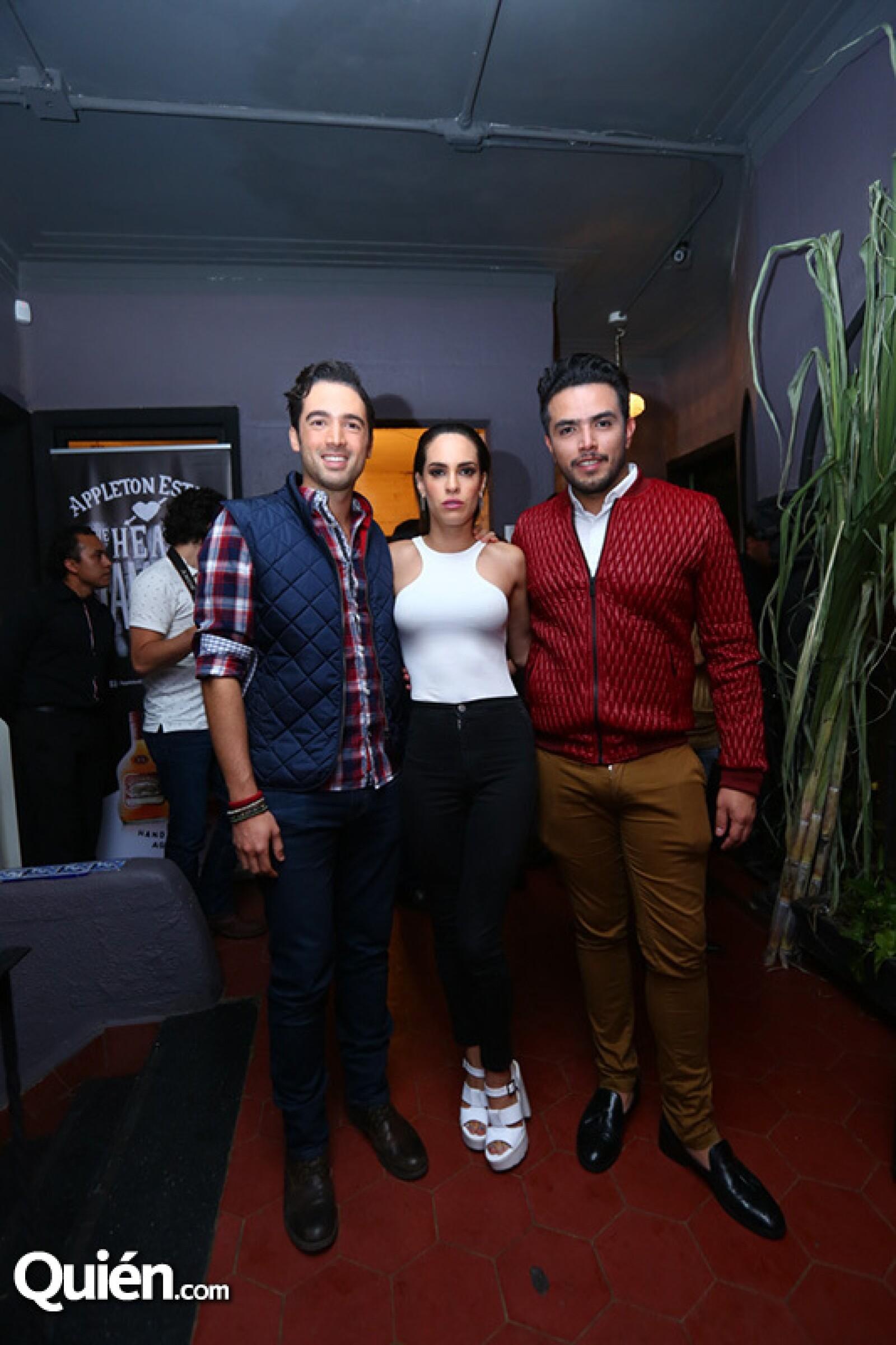 Carlos Girón,Muriel Ebright y Didier Morales