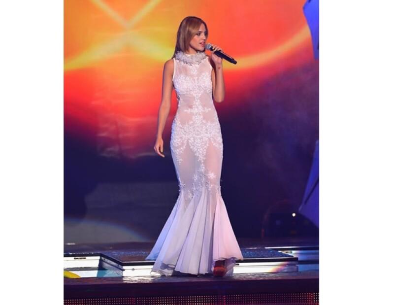 La actriz y cantante impactó anoche con sus diversos outfits, además de la rapidez con la que se cambió. A ti, ¿cuál te gustó más?