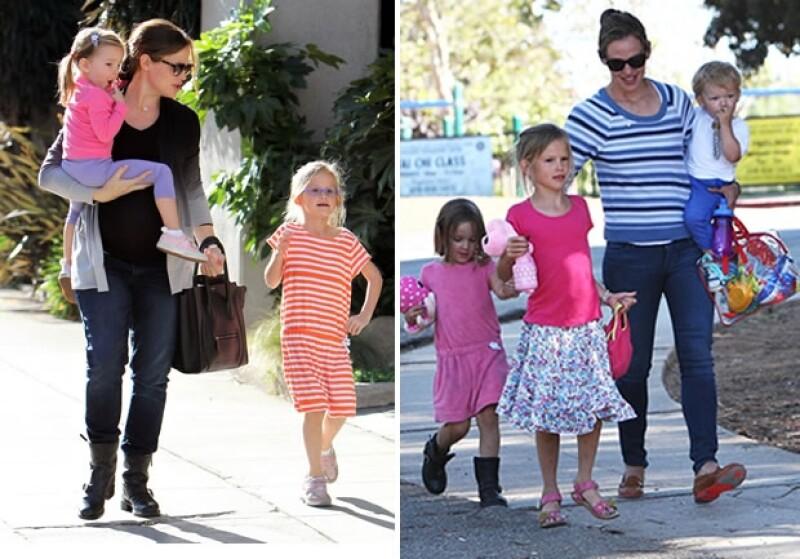 Cuando Jennifer no está trabajando, ella pasa tiempo con sus hijos usando outfits relajados y sin duda con algún toque stylish.