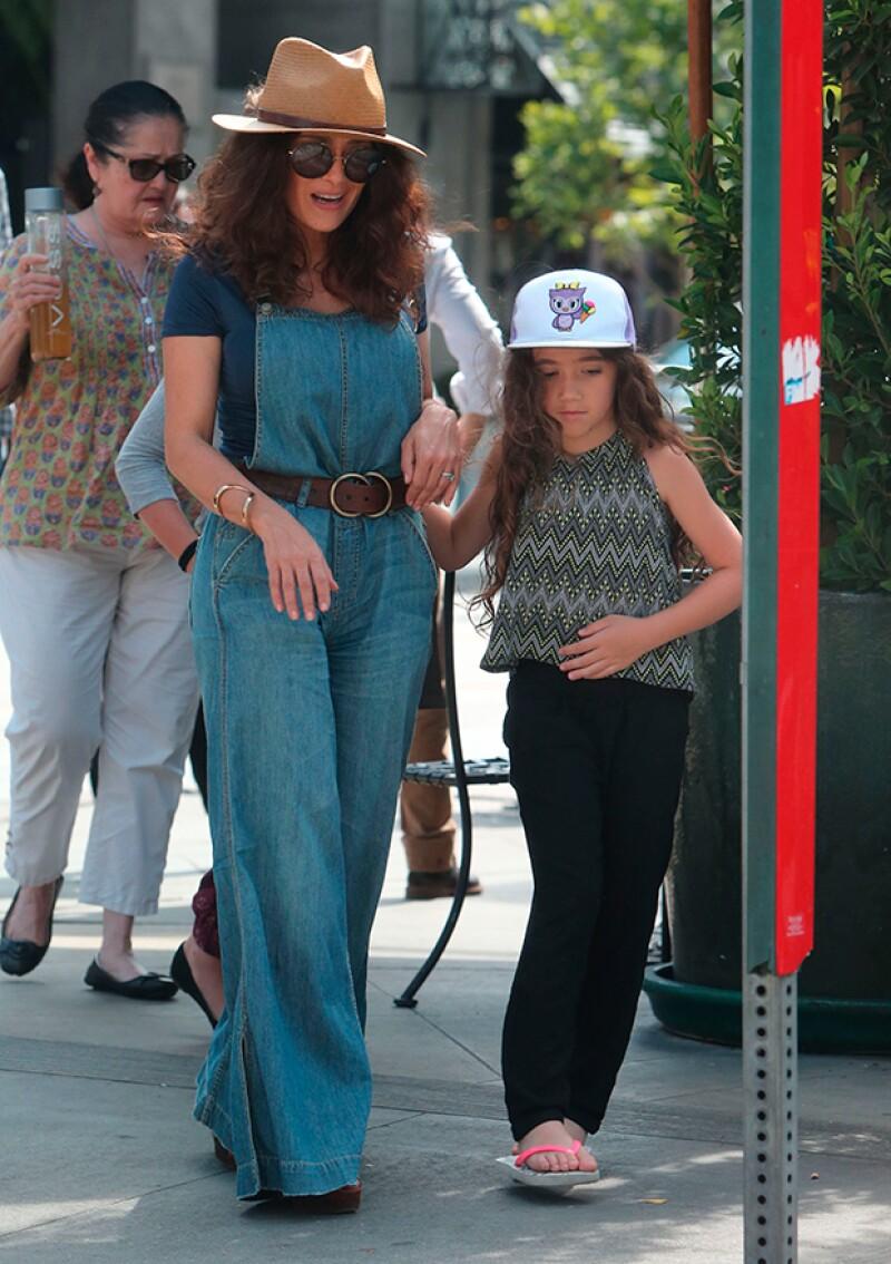 Mamá e hija lucen siempre las últimas tendencias.