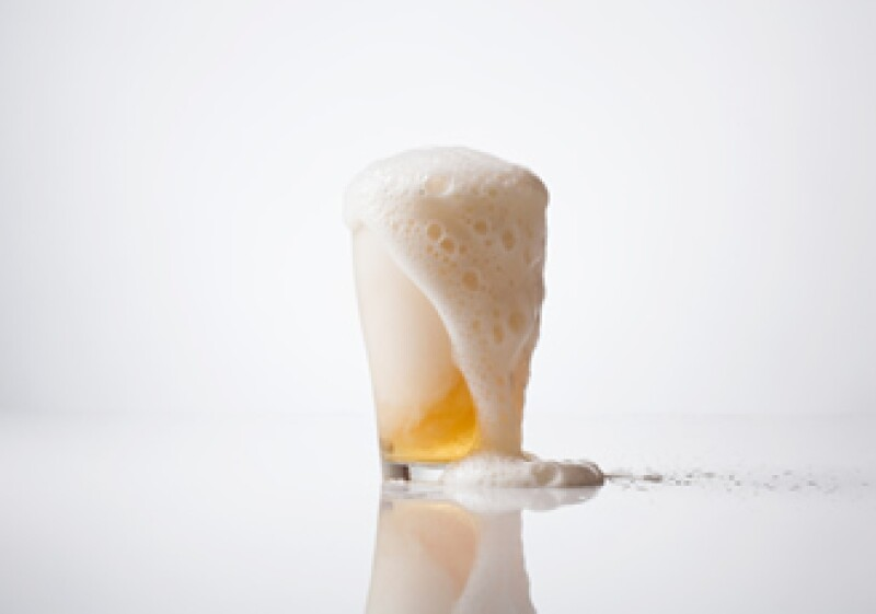 El alcohol está involucrado con 2.3 millones de muertes a nivel mundial, según la OMS. (Foto: Jupiter Images)