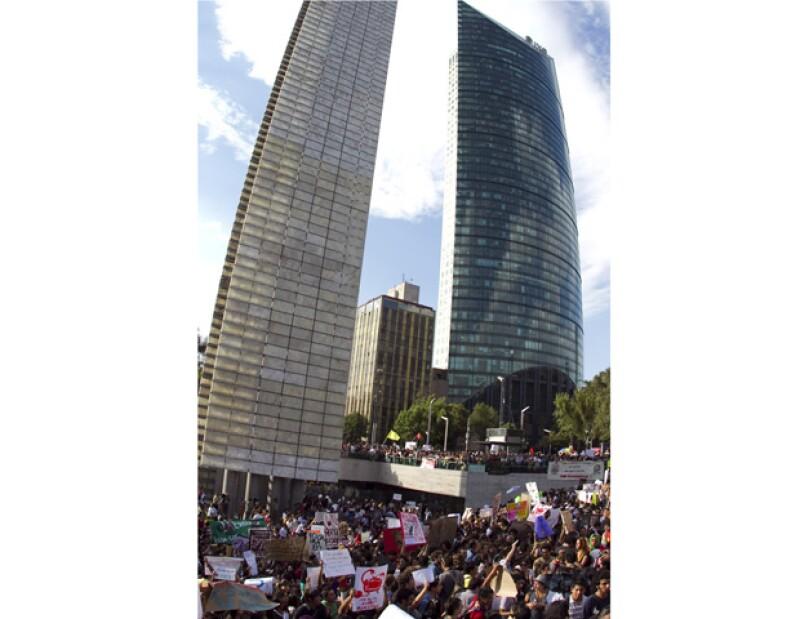 Bajo el lema #YoSoy132, miles de estudiantes se manifestaron en al menos 13 estados; planean movilizaciones y mesas de trabajo.