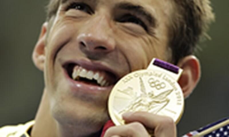 El consejo de un ex nadador a Michael Phelps es que no deje de nadar por completo. (Foto: AP)