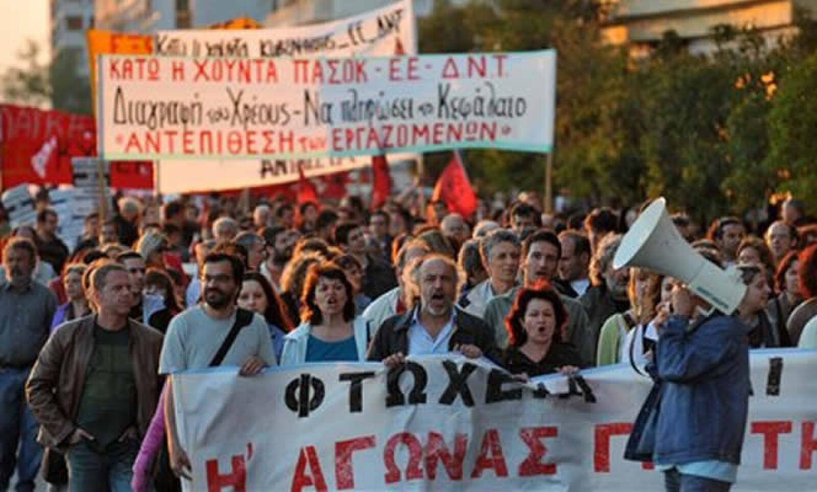 Se aumentarán los impuestos al IVA, tabaco y alcohol; y recortará los salarios públicos y pensiones.