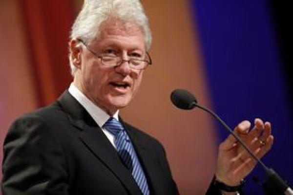 Anualmente, el ex presidente Clinton lleva a cabo unareunión en la que se debaten temas como la pobreza mundial y el cambio climático.