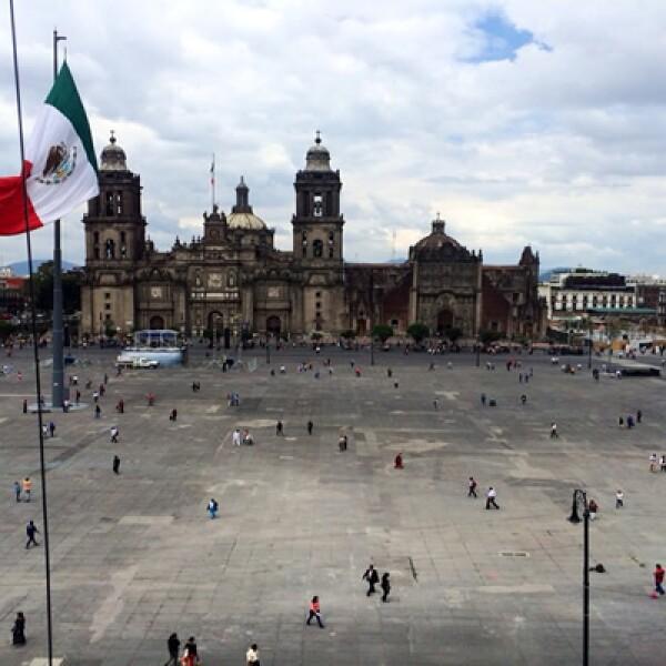 Con motivo del Día Mundial sin auto que se celebra este lunes, el ingreso al circuito del Zócalo capitalino es sólo para peatones y ciclistas, por lo que las autoridades ofrecieron alternativas viales para los automovilistas.