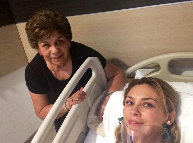 La actriz compartió en sus redes sociales una foto en su cama de hospital, recuperándose de un cuadro de neumonía por el que tuvo que ser internada este fin de semana.