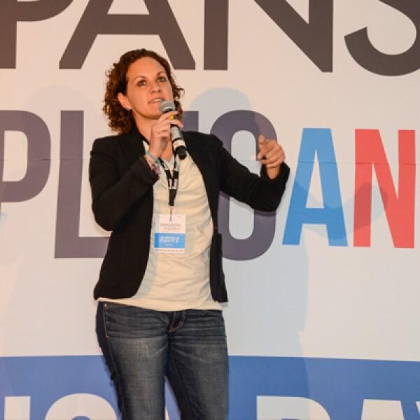 Gabriela Fuente explicó cómo su empresa ofrece soluciones para mejorar la interacción con las marcas y los compradores a través de un software.