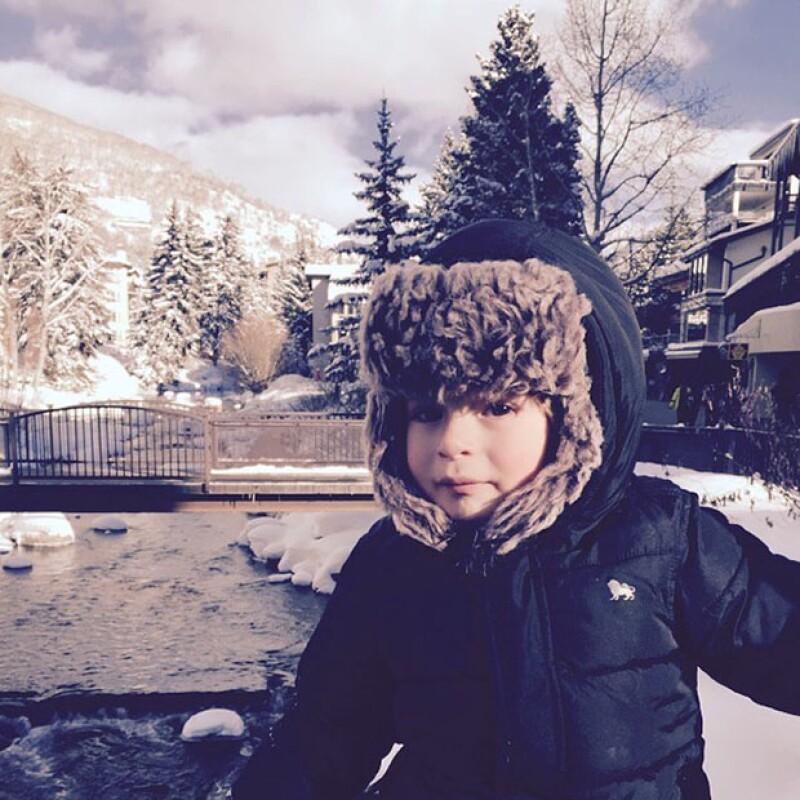 Mateo es la adoración de su mamá, y es que la conductora no dejó de compartir fotos suyas en la nieve.