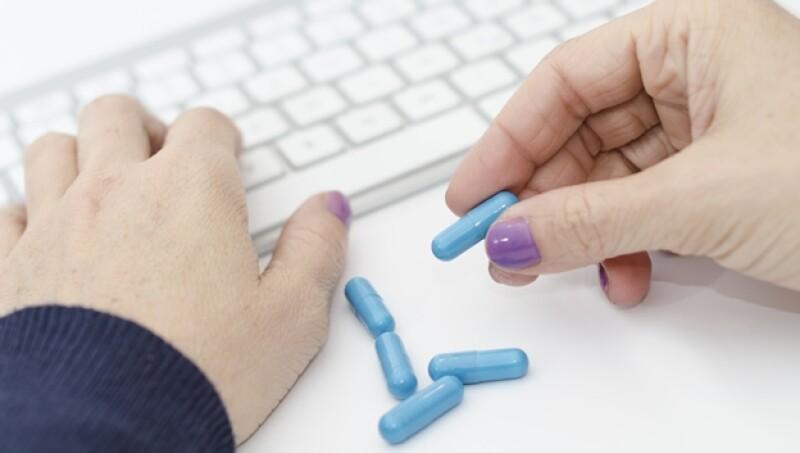 Adiccion, pastillas, capsulas, internet, coputadora,
