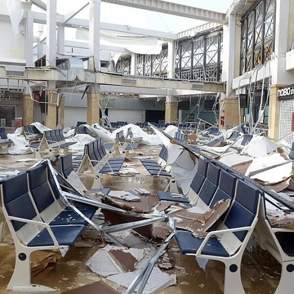 Odile Sala espera aeropuerto Los Cabos