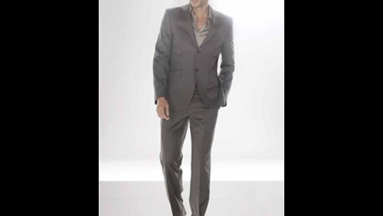 Estre traje a cuadros de un solo botón en algodón se debe llevar preferentemente con camisas lisas de alogodón.