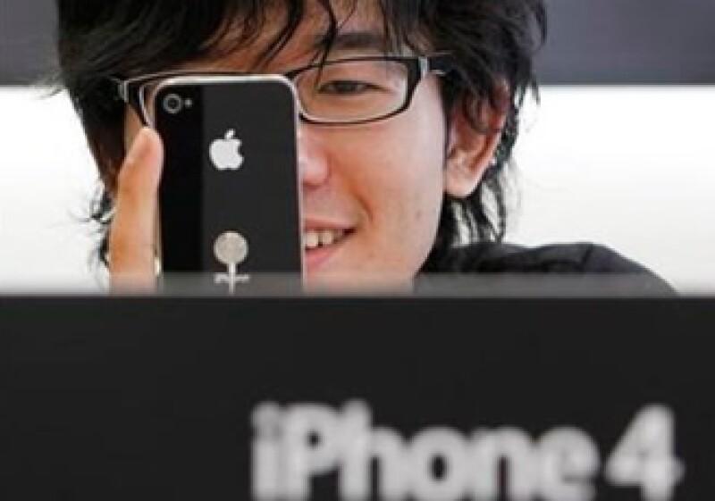 AT&T trabaja en solucionar una falla más en el último modelo de iPhone lanzado por Apple. (Foto: Reuters)