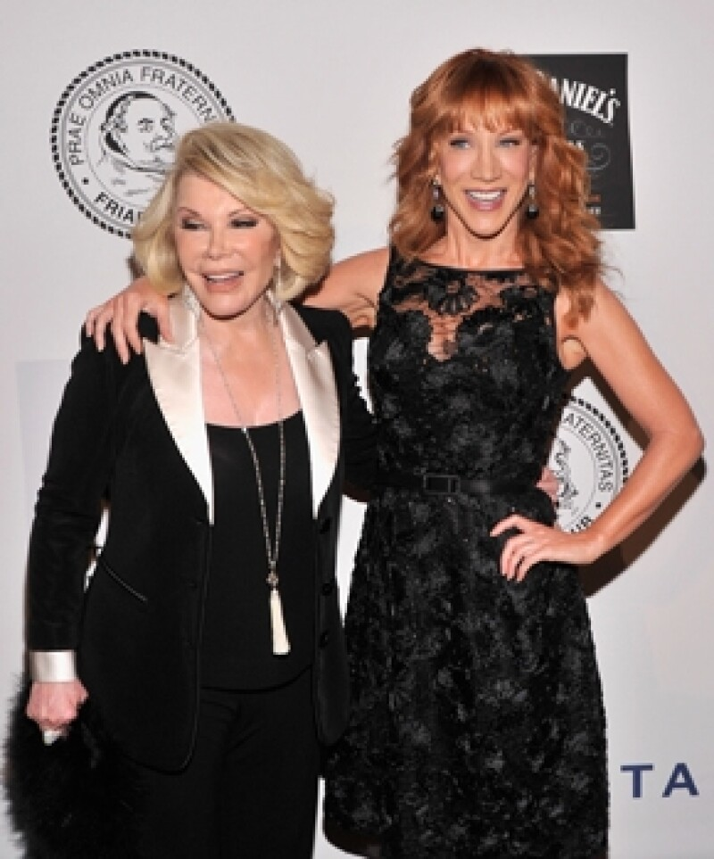 Aunque E! ya le ofreció el puesto de Joan Rivers, la comediante se encuentra indecisa sobre si aceptar la conducción o no.