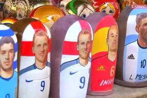 -Reuters- Matrioskas inspiradas en la Copa del Mundo son un éxito entre los tur