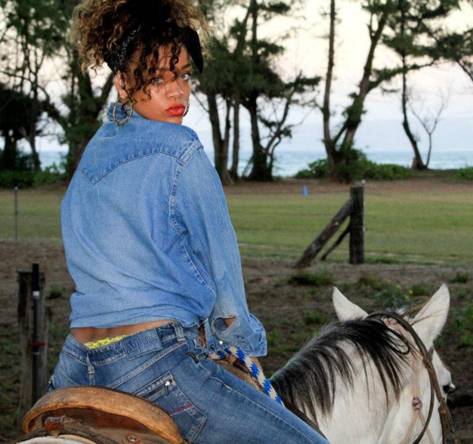 También aprovechó para montar a caballo.