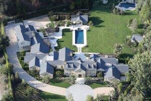 Una vista global de la mansión de Kim y Kanye antes de la construcción del playground.
