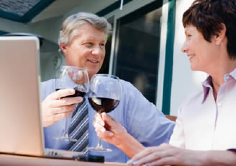 Se recomienda una copa diaria para mujeres y dos para hombres. No las quieras juntar para el fin de semana. (Foto: Jupiter Images)