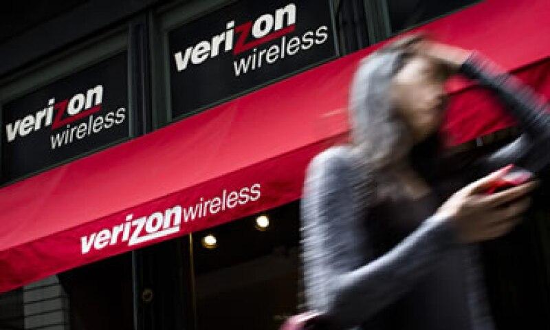 Verizon dijo que el 64% de sus clientes tienen un teléfono inteligente. (Foto: Reuters)