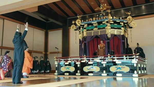 Japón entroniza a su nuevo emperador en el palacio imperial de Tokio