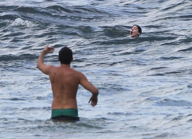 La ganadora del Oscar se encontraba nadando y practicando surf en la playa Oahu cuando una fuerte corriente marina la envolvió impidiéndole mantenerse a flote.